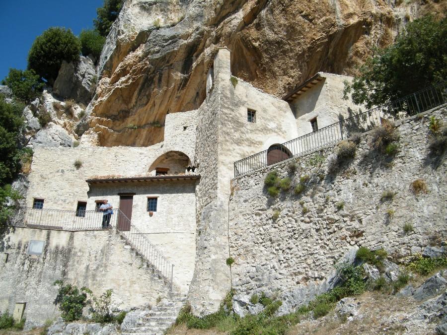 Cosa vedere in umbria guesia village hotel spa for Ponte delle cabine di rapsodia dei mari 2