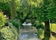 il fiume Menotre che attraversa il nostro giardino