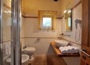 il bagno con box doccia nel trilocale