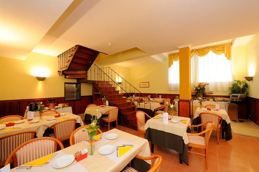 i-tavoli-della-sala-colazioni