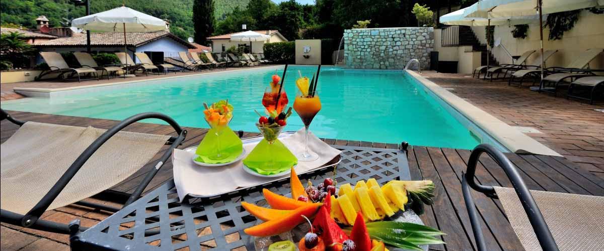 Guesia village hotel spa resort foligno umbria for Piscina santa lucia